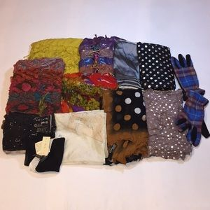 💥LOT OF 11 Pieces ASSORTED SCARVES/GLOVES💥